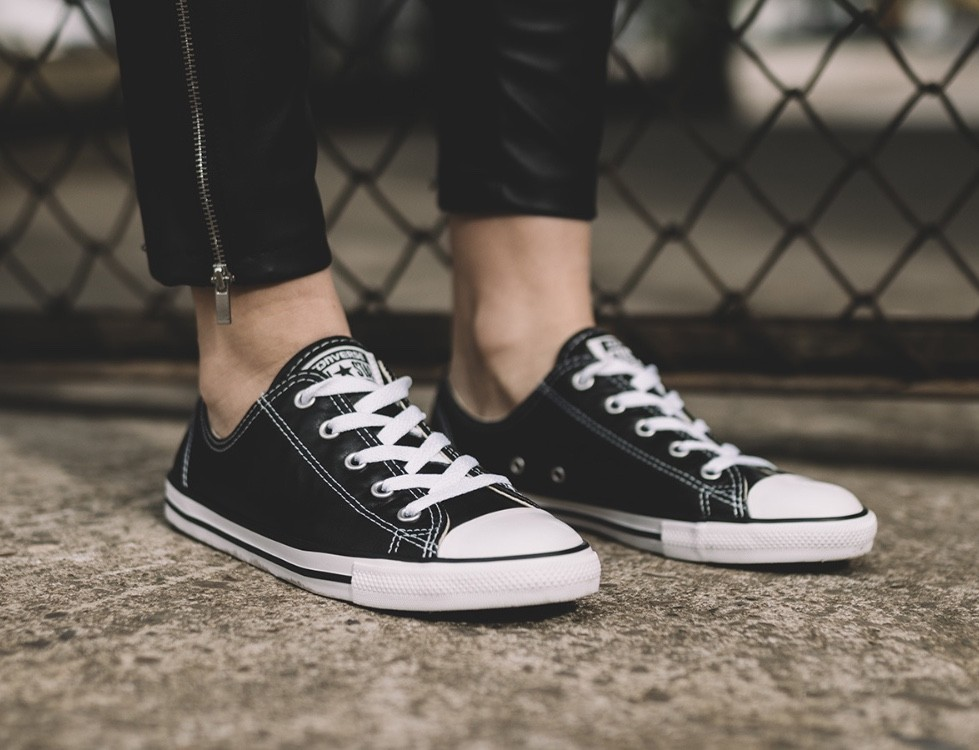 0beabddd0f0ab4 Converse Chuck Taylor All Star Dainty Ox Sneakers Unisex