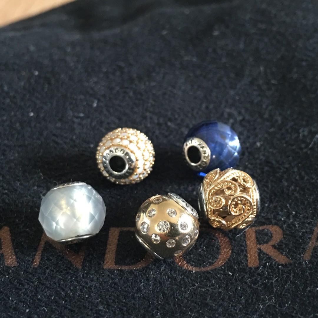 Essence Bangle + 5 Charms ( 3 Gold charms)