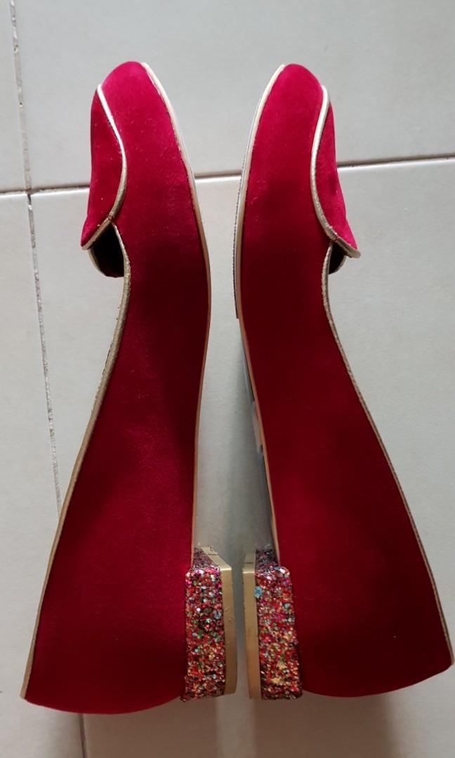 6d77b378c947fd Red flat- irregular choice flat love