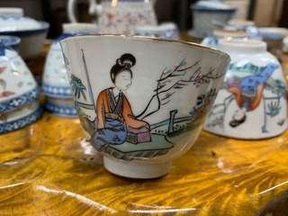 清末民初粉彩美人茶杯一隻