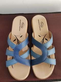 Sandal branded SCHOLL kesehatan biru nyaman di kaki NEW IN BOX BELUM PERNAH DIPAKAI modis gaya biru muda baby blue cream shoes women
