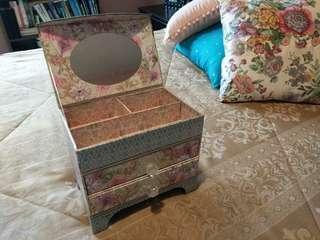 Jewelry box stand
