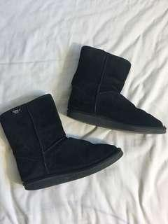EUC Emu Boots - Size 7