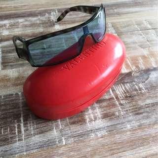 Designer (Valentino) sunglasses on sale!