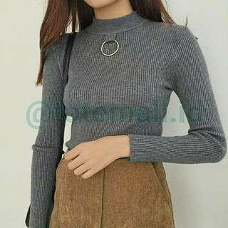 Detail Pemakaian Ring Knitted Sweater