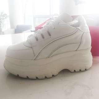 💞 White Platform 90s Style Sneakers 💞 Like New Runners, Worn Twice