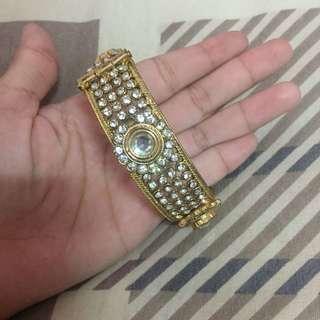 Gold clip bracelet
