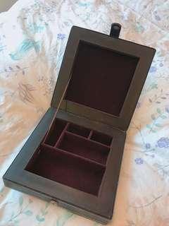 🚚 皮革珠寶盒