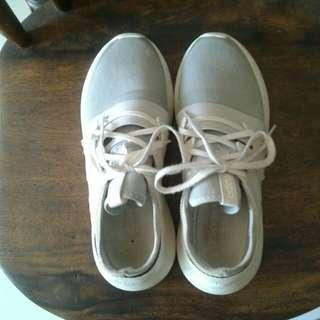 Women's white /gray rubber shoes