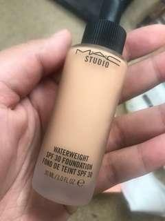 Mac Waterweight SPF30 foundation