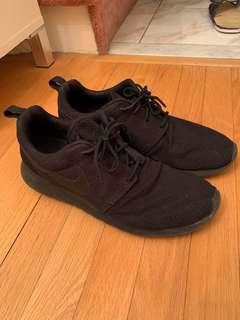 Nike Roshe Run SZ 10
