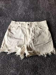 Cream Levi's denim shorts