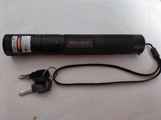 Green Laser 301 (長度:14.5cm, 直徑:2.3cm)