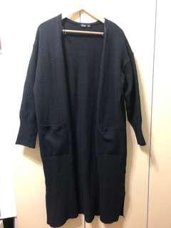 🚚 Bershka黑色長版毛衣外套