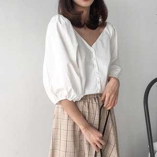 🚚 全新🎄V領 宮廷泡泡袖 五分燈籠袖 純白襯衫