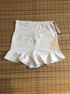 Maternity white ruffled shorts 32-33 inches hipline