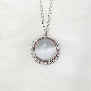 🚚 The Moon Necklace