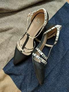 Strapon heel shoes