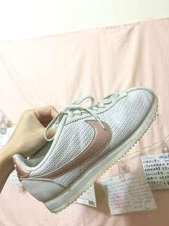🚚 Nike 玫瑰金阿甘鞋(可小議