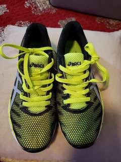 Asics running shoes (unwanted gift)