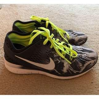 NIKE runners black and white and fluro lace