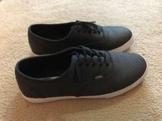 VANS. Black leather scale in size 5
