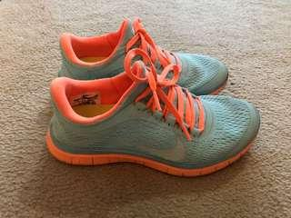 NIKE FREE RUNS TIFFANY BLUE SIZE 5