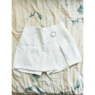 🚚 白色氣質甜美鐵環褲裙