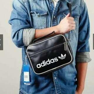 🚚 Adidas真皮荔枝紋肩背包(黑色)