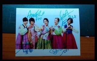 Fx 團體親筆簽名照