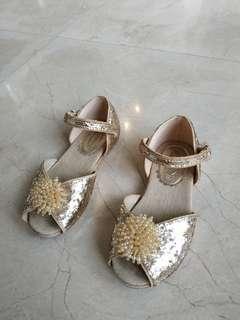 Sepatu anak warna gold sz 4-5 tahun(8/25)