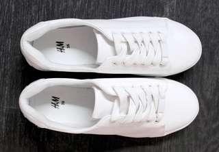 H&M men's white tennis shoes in size 42
