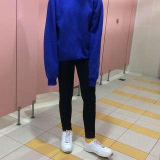 Blue Round-neck Sweater. Hong Kong.