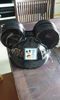 Mickey mouse party hat (you cant find the similar party hat)