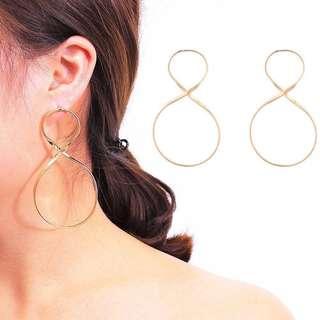 Minimalist 8 Shaped Earrings
