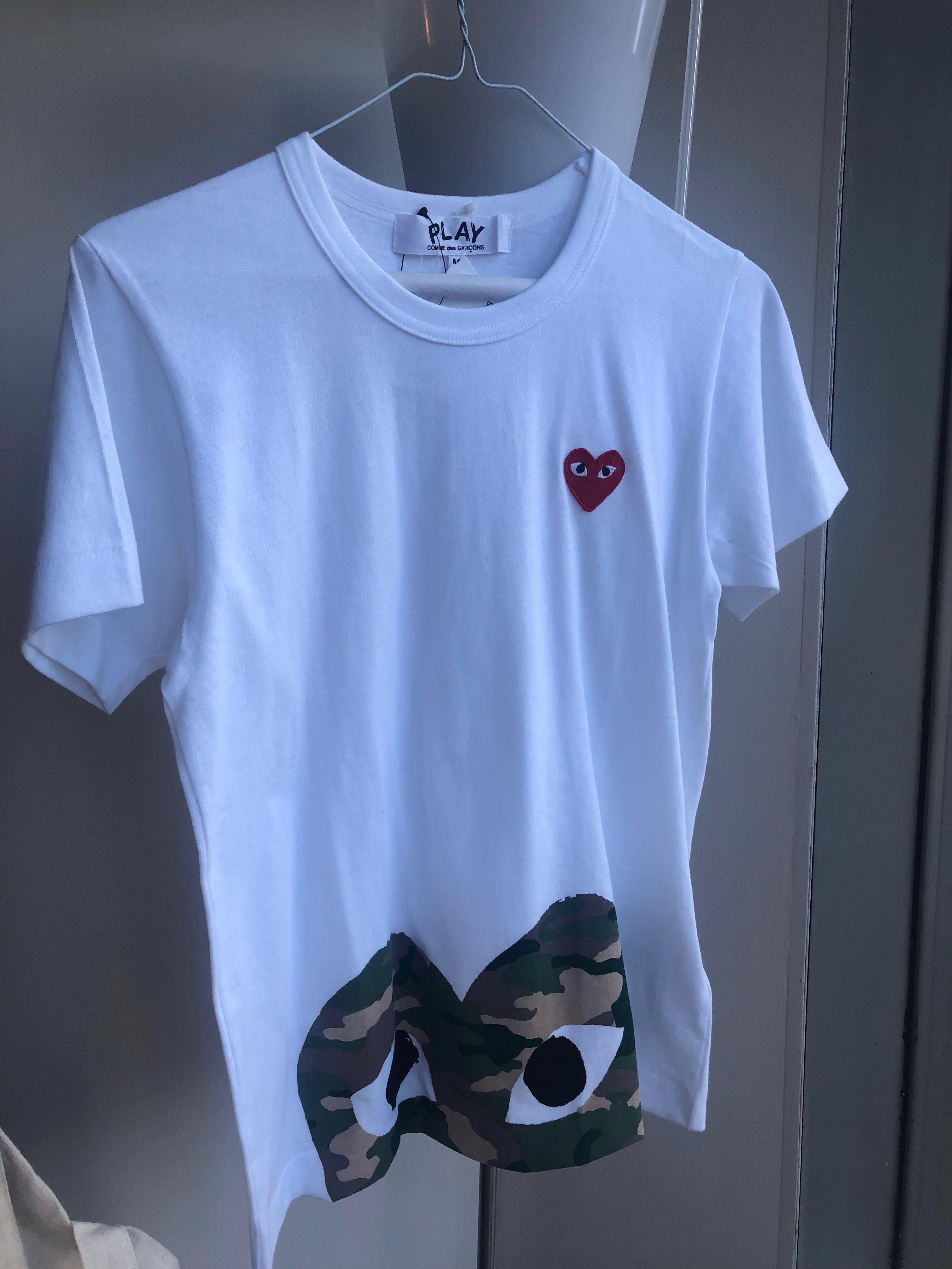 Comme des Garçons PLAY T-Shirt - Camo Bottom Heart