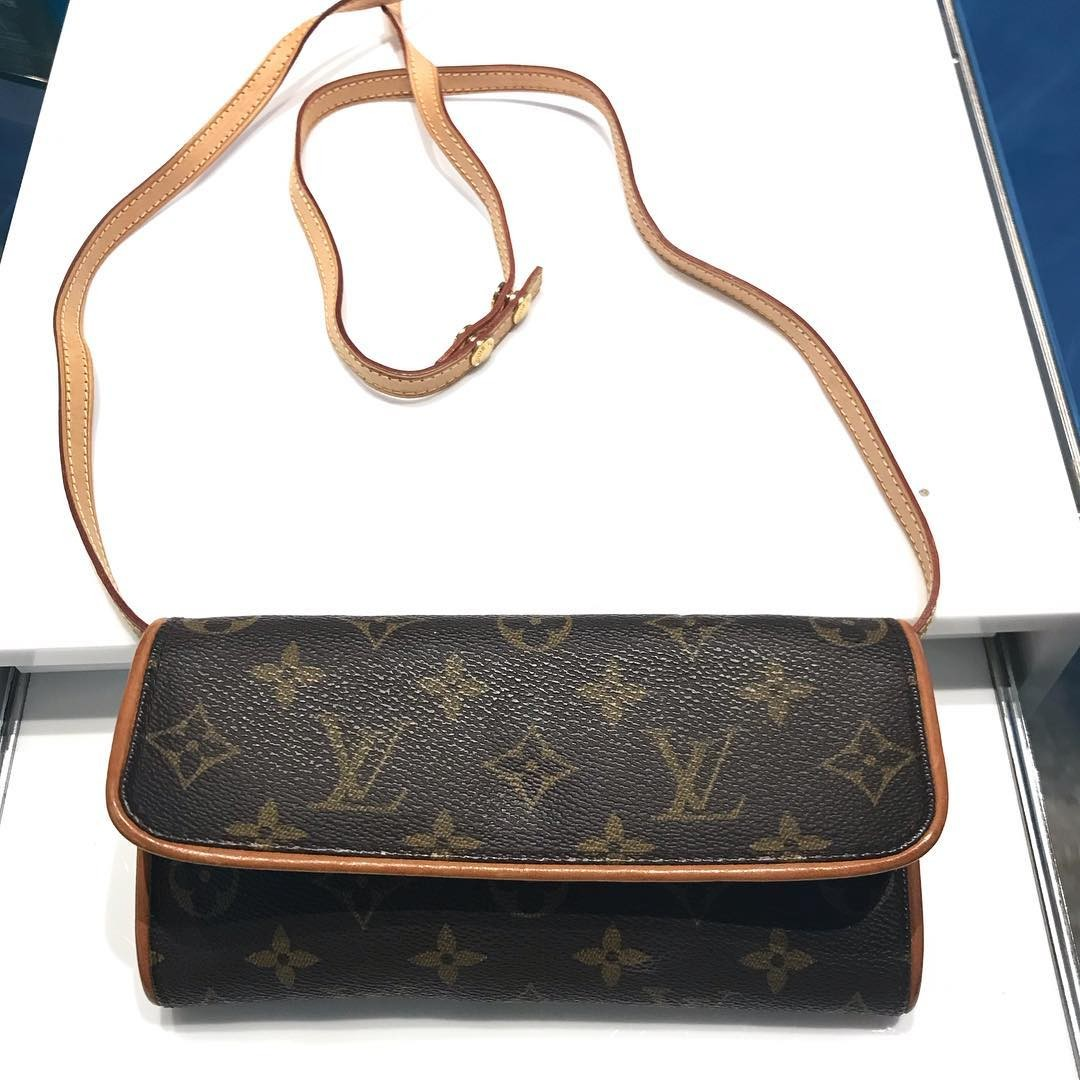 Louis Vuitton Monogram Pochette Twin PM Shoulder Bag 522189adadff4