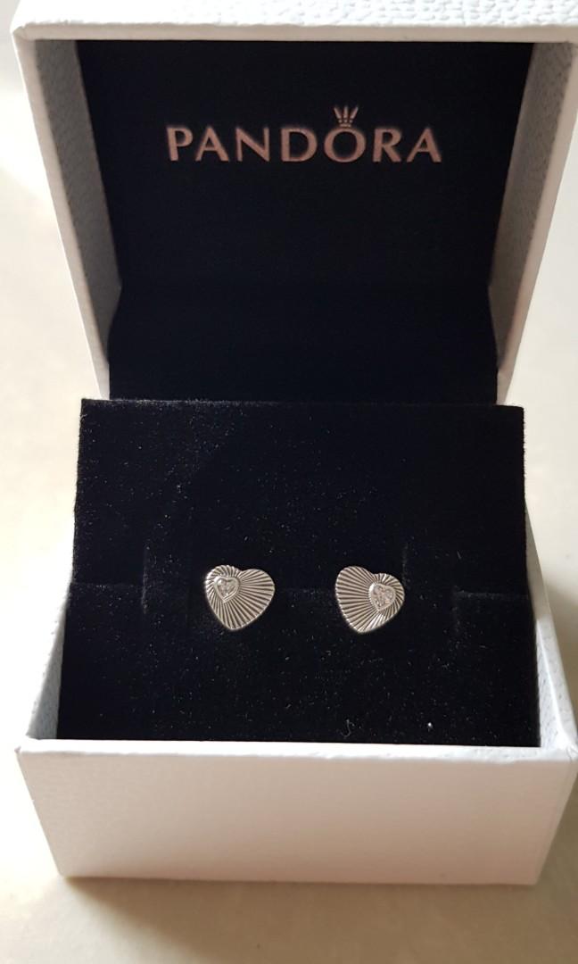 a0dbdcfc8 Pandora Vintage Heart Fans Stud Earrings, Women's Fashion, Jewellery ...