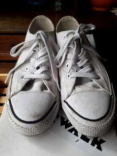Preloved White Canvass Sneakers