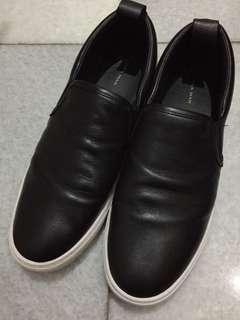 Sepatu Zara Slip on Hitam