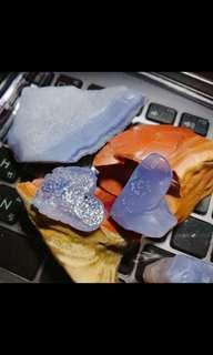 【只賣有緣人】內蒙古阿拉善戈壁紫羅藍藍瑪瑙原石掛墜-小雕件,小掛件,奇石,藍玉髓,紫羅蘭,酒精藍