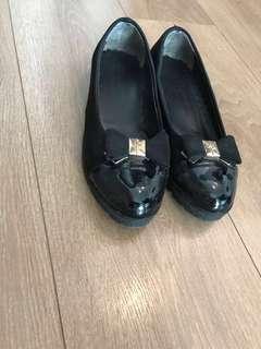 Black shoes size 8M NEW