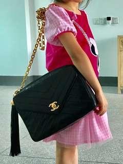 #MILAN12 Chanel vintage 23cm great size 黑色羊皮 雕花金扣
