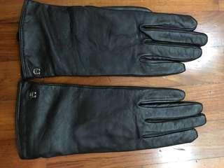 Etienne Aigner leather gloves inner lining 100% cashmere size medium black colour winter travel