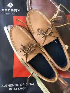 REPRICED!! SPERRY BRAND NEW SIZE 4 KIDS
