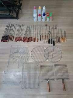 BBQ sticks/tongs & cooking racks
