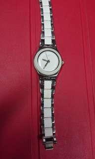 Jam tangan putih wanita swatch