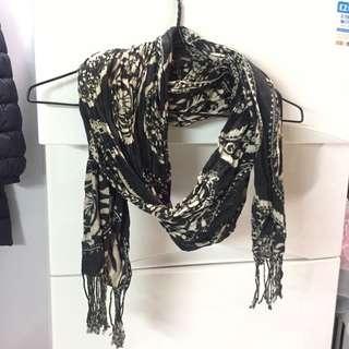 Scarf 黑白腰果花紋頸巾