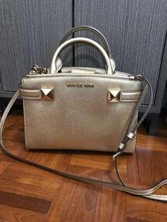 Michael Kors 金色Handbag