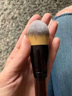 KEVIN AUCOIN FOUNDATION BRUSH